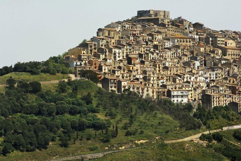 Conoce la ciudad en Italia que ofrece casas a un euro