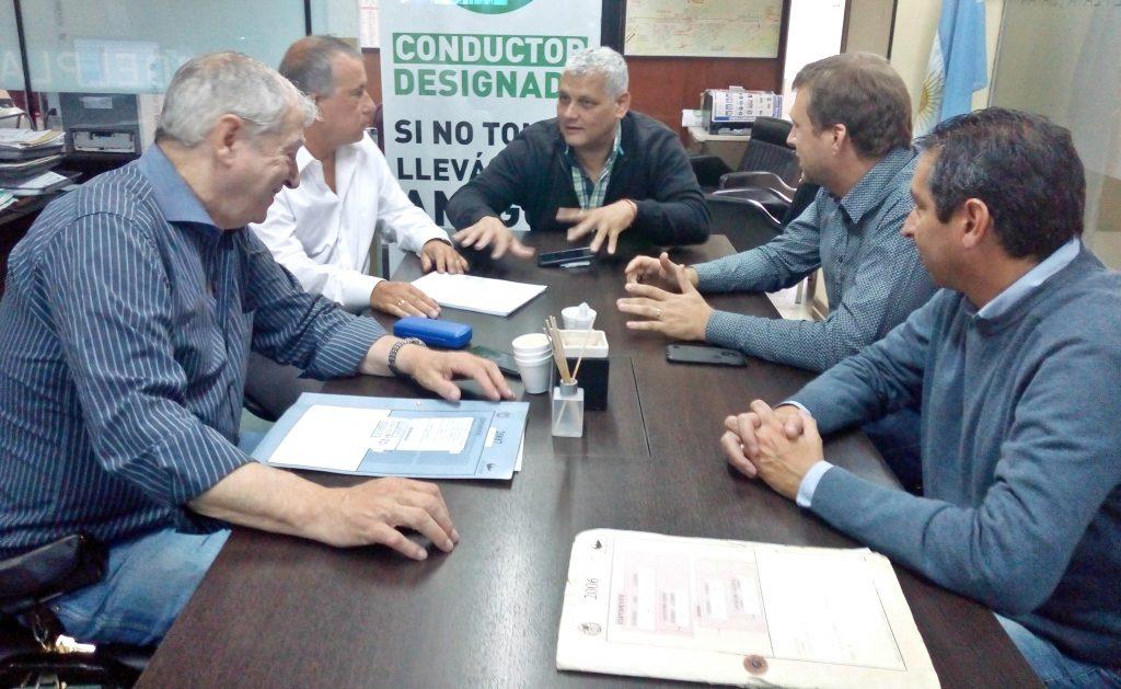 Claudio Cambareri se reunió con los directores de Bromatología, Transporte y el Departamento de Cargas para analizar las modificaciones en la ordenanza vigente