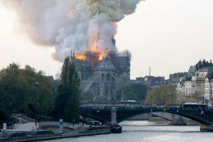 Notre Dame en llamas. Foto: AFP.