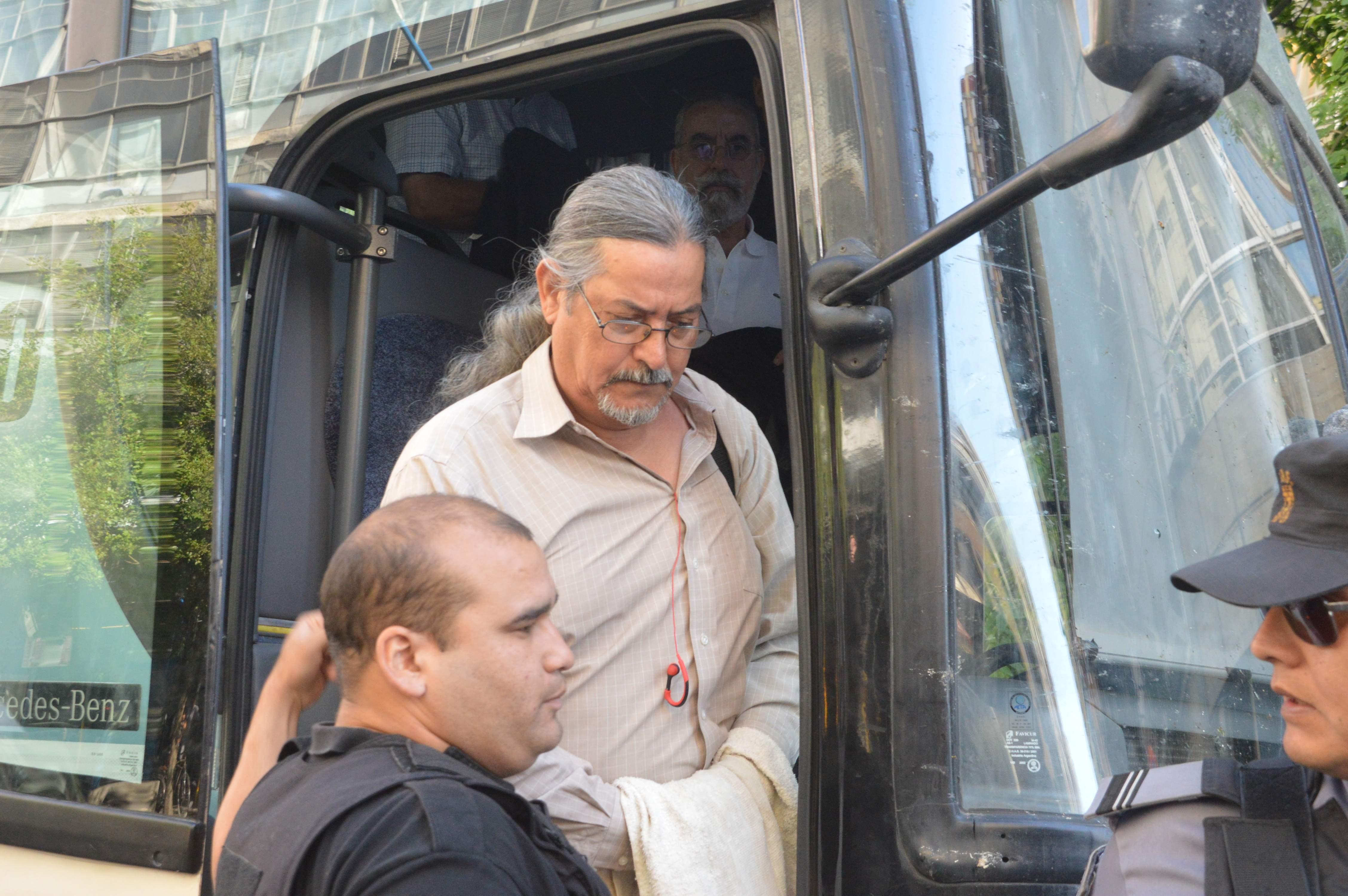 Diciembre de 2016. Fernando Otero llega esposado a la sala del Tribunal Oral Federal para presenciar la lectura del veredicto tras un juicio histórico.