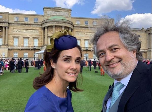 Guibert Englebienne y María Alejandra en el Palacio de Buckingham.