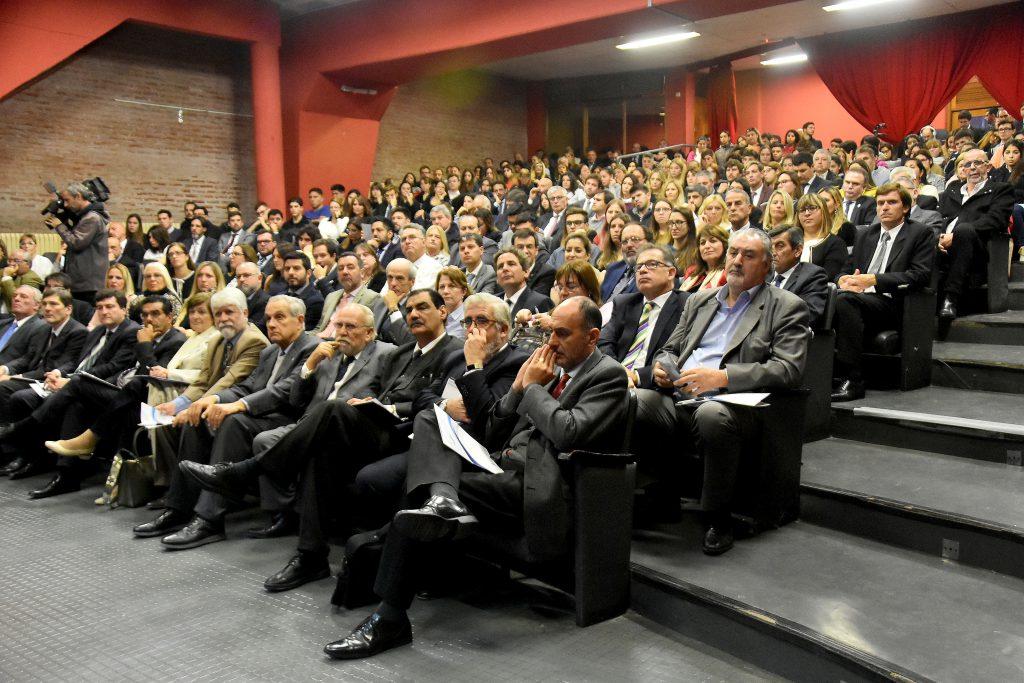El Aula Magna de la Facultad de Derecho de la UNMdP, repleta en la audiencia pública.