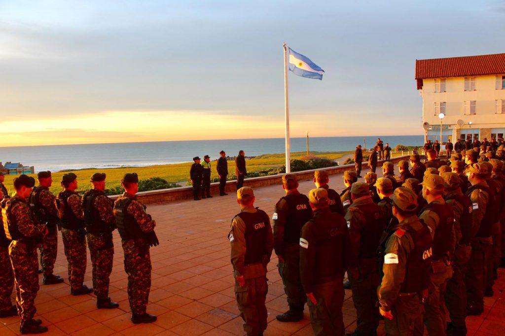 Montenegro con gendarmeria bandera
