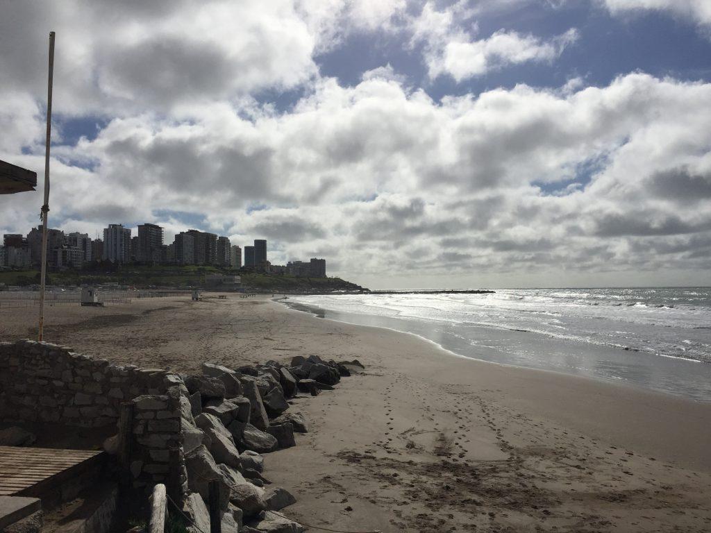 Llega el frío a San Juan, hasta con lluvia