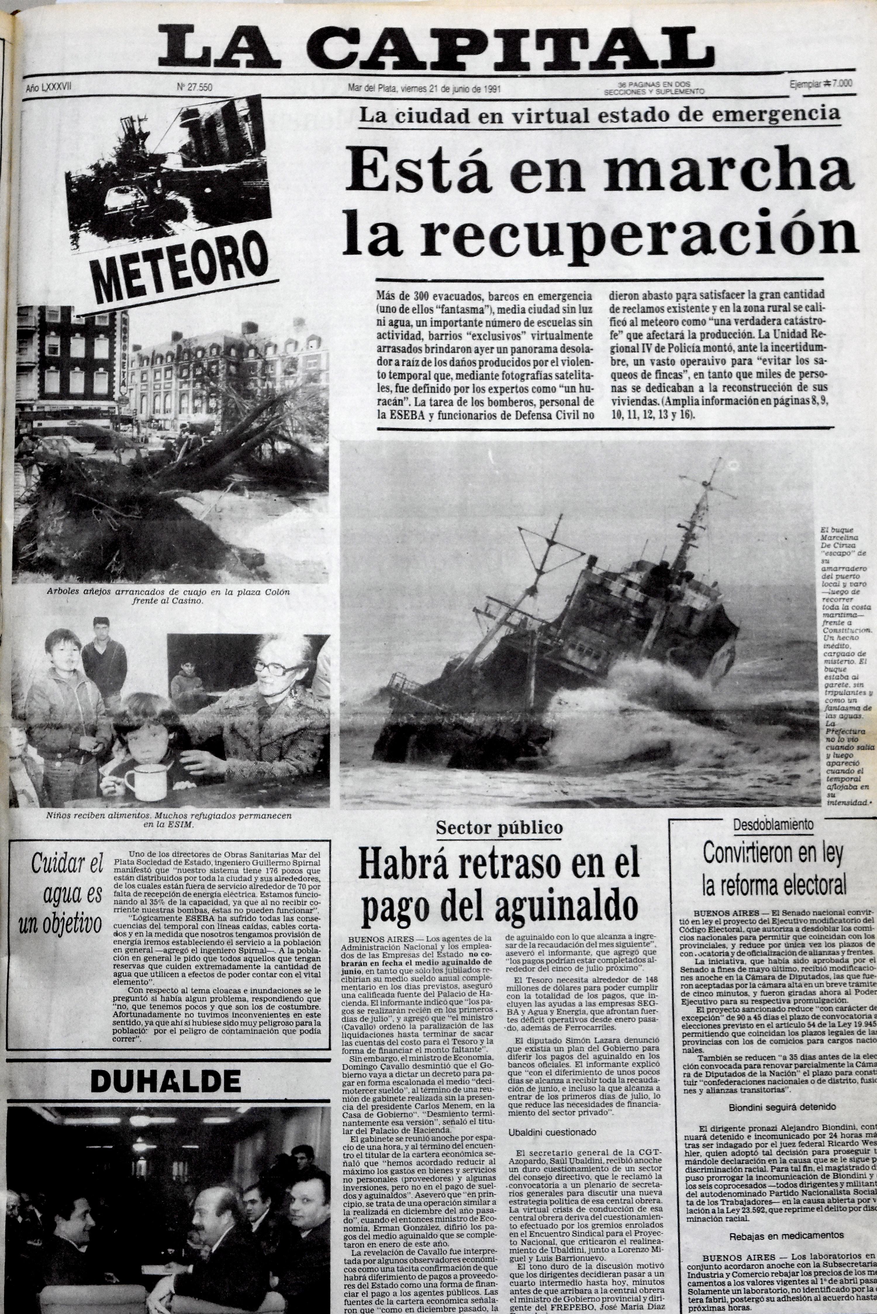 """La tapa de LA CAPITAL del 21 de junio de 1991, con la """"travesía"""" del Marcelina de Ciriza."""