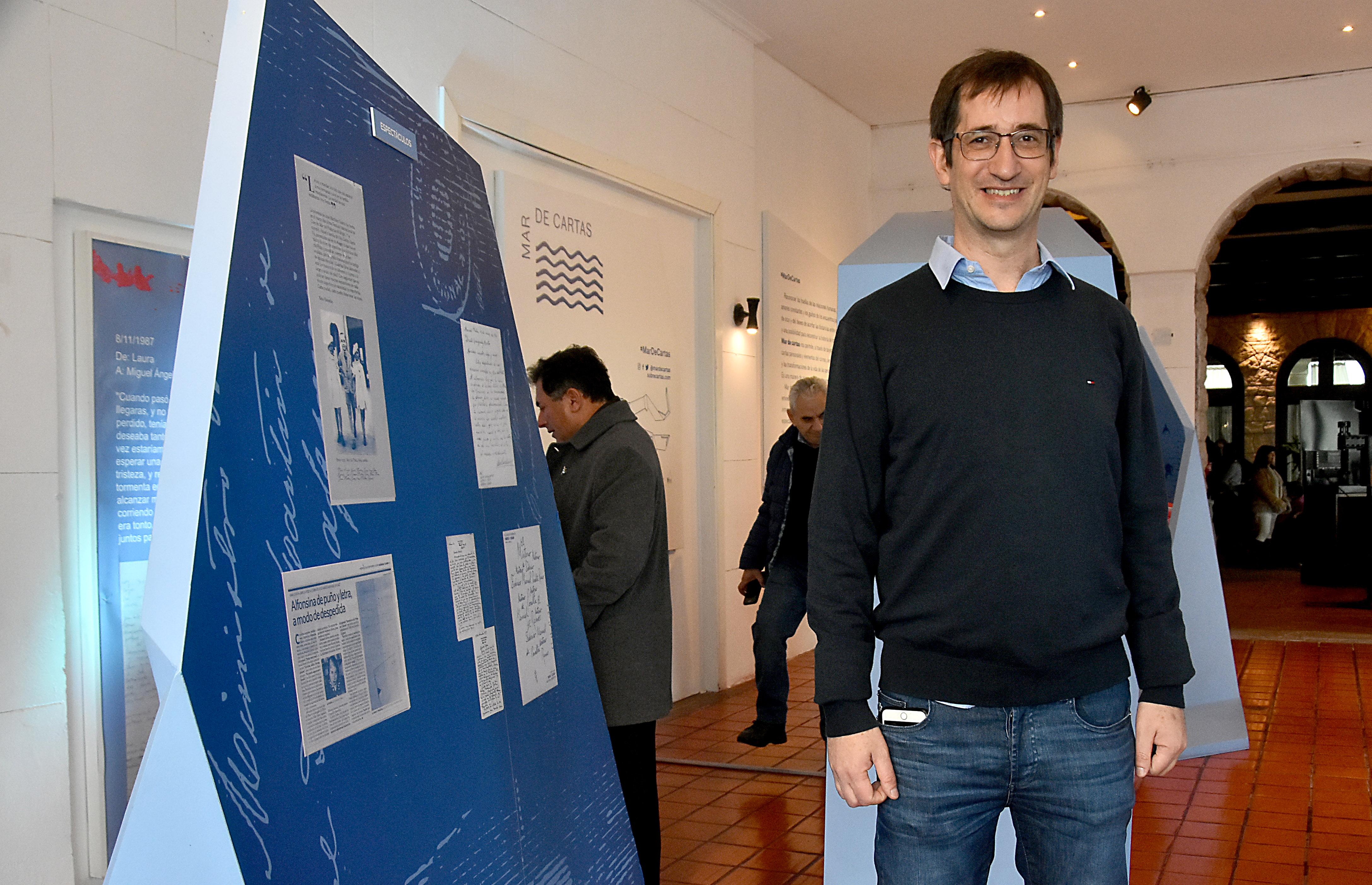 """Mateo Niro, director del Centro de Documentación Epistolar, a cargo de la muestra """"Cartas de Malvinas"""""""