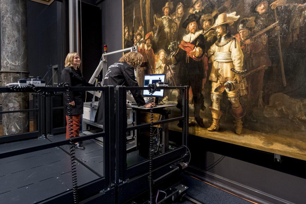 'La ronda de noche' de Rembrandt, una restauración en directo