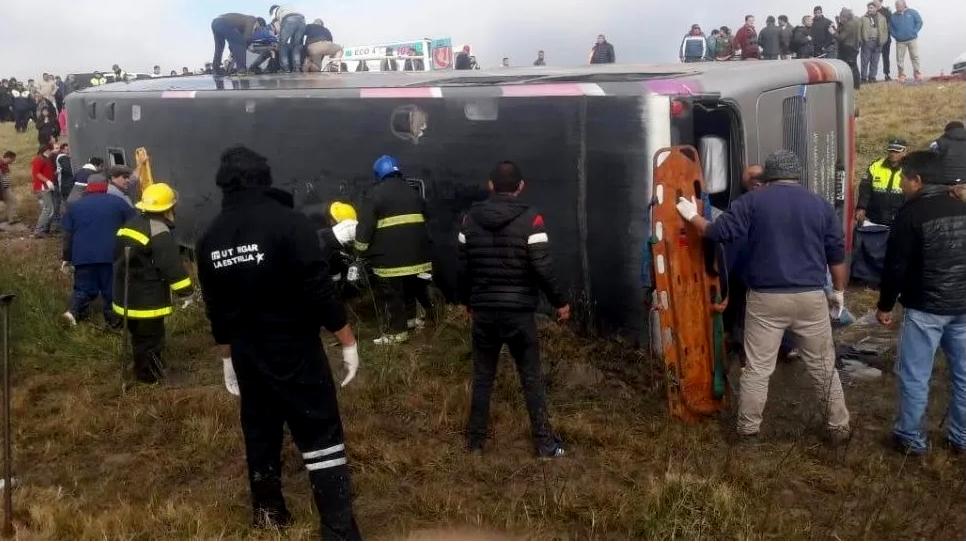Tragedia en Tucumán: arrestaron a los dos conductores del colectivo volcado