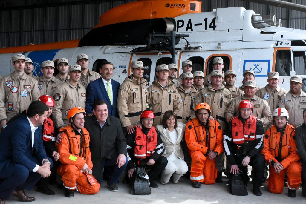 La ministra Bullrcih destacó la labor de los aeroevacuadores de la Fuerza.