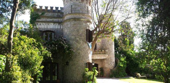 El pequeño castillo sirvió como vivienda del personal de servicio, caballeriza y cochera del primer chalet levantado en la Loma de Colón.