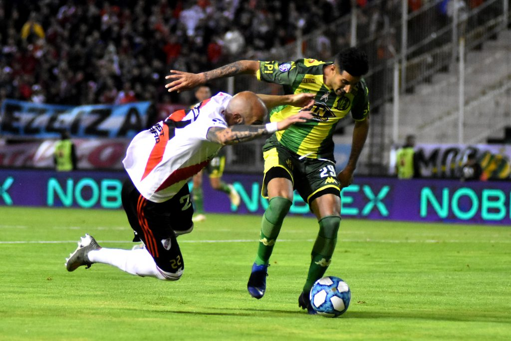 Gonzalo Verón padece una molestia muscular que no le permitió trabajar a la par del resto. Igual confían en que llegará al partido del domingo