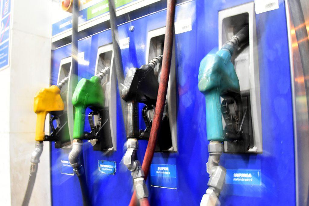 Diciembre llega con otro aumento de combustibles
