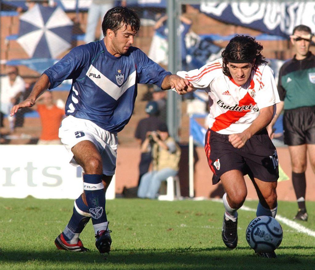 Telam Buenos Aires 24-03-02 Escena del partido disputado esta tarde entre Velez y River Foto:Alajandro Belvedere