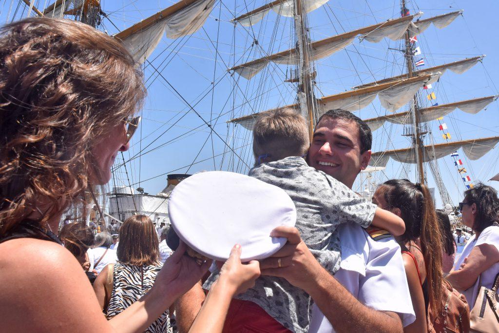 Resultado de imagen para La Fragata Libertad en la Base Naval de Mar del Plata