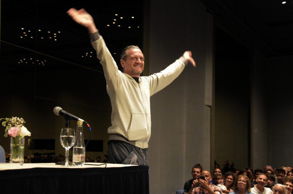 Sus presentaciones en la ciudad siempre reúnen multitudes. Su charla por el Ciclo Planeta debió ser transmitida por streaming.