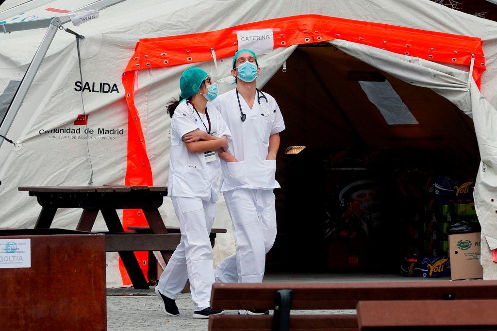 España registró su mayor número de muertes en un día: 838
