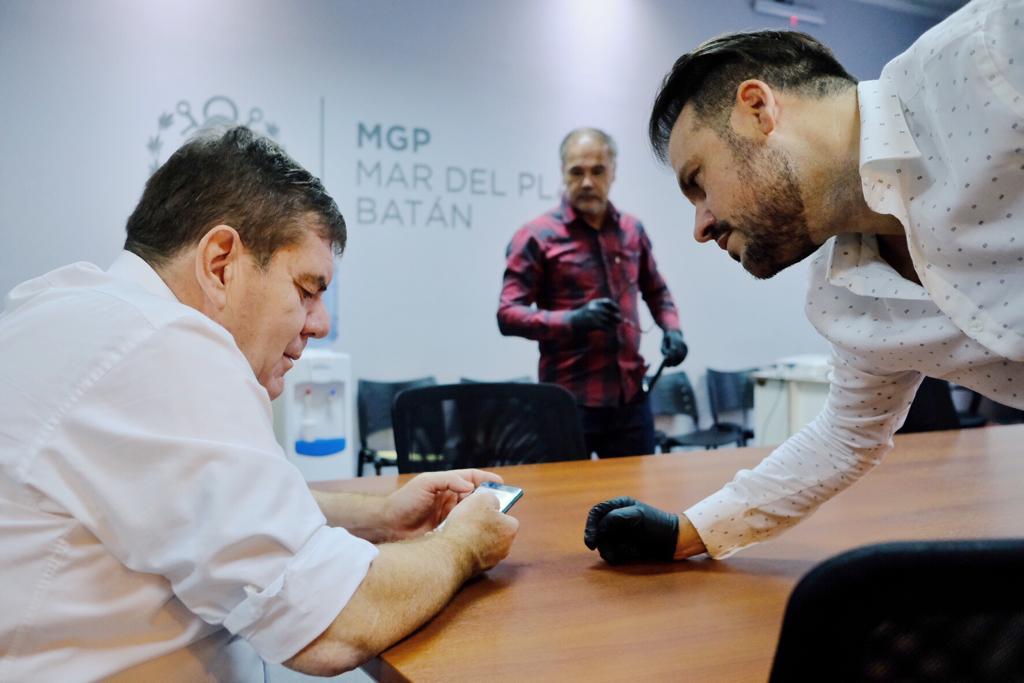 """El intendente Guillermo Montenegro probó la aplicación """"Testeate"""""""