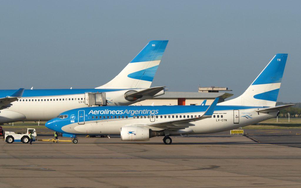 Coronavirus: un hombre ocultó síntomas y se descompensó en pleno vuelo desde España