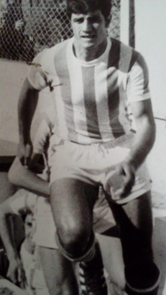 Alejandro Loffredo en acción. Al margen del partido ante Círculo, el delantero tuvo un buen aporte goleador para Kimberley en 1973.