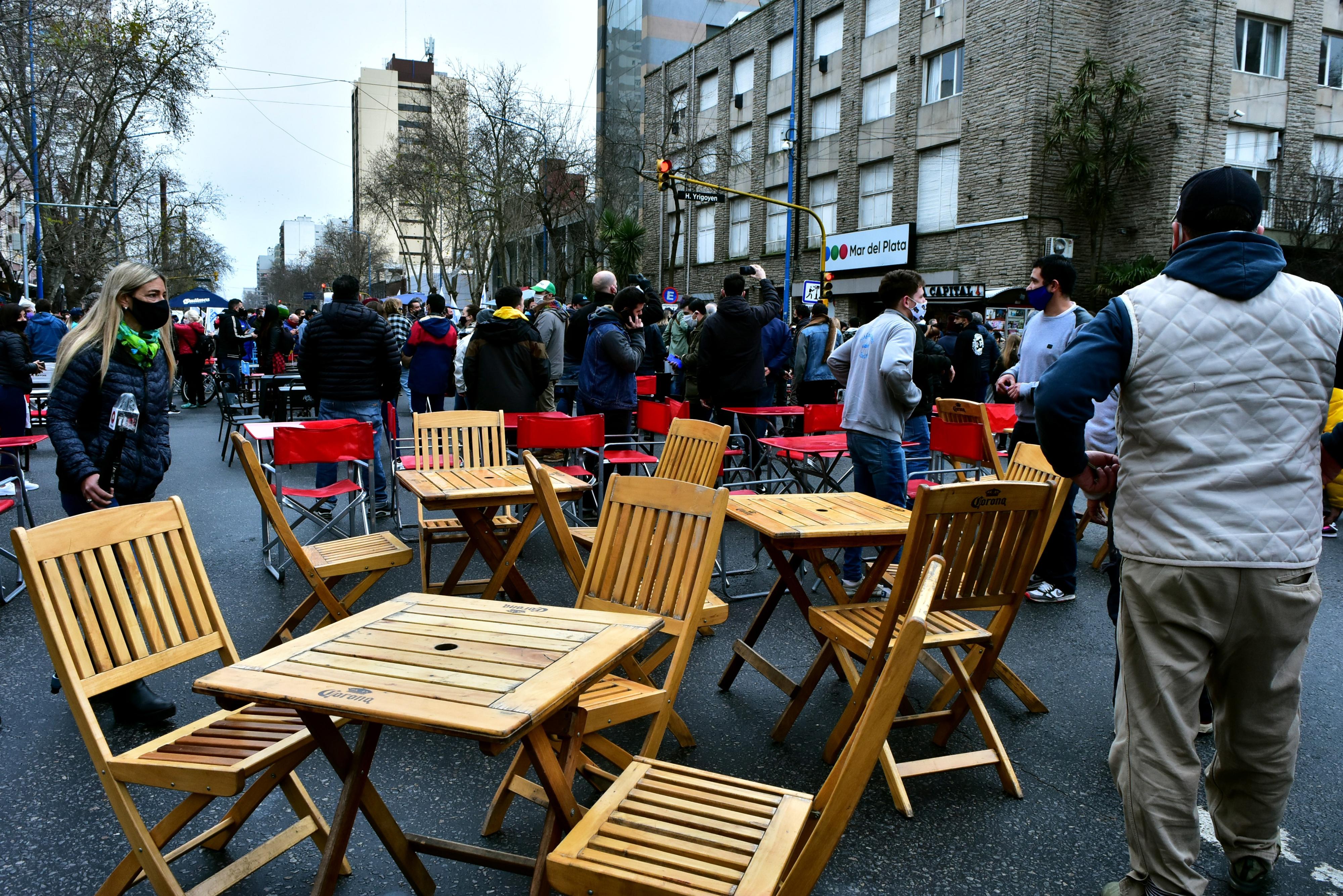 Una de las protestas del secrtor gastronómico frente al municipio,