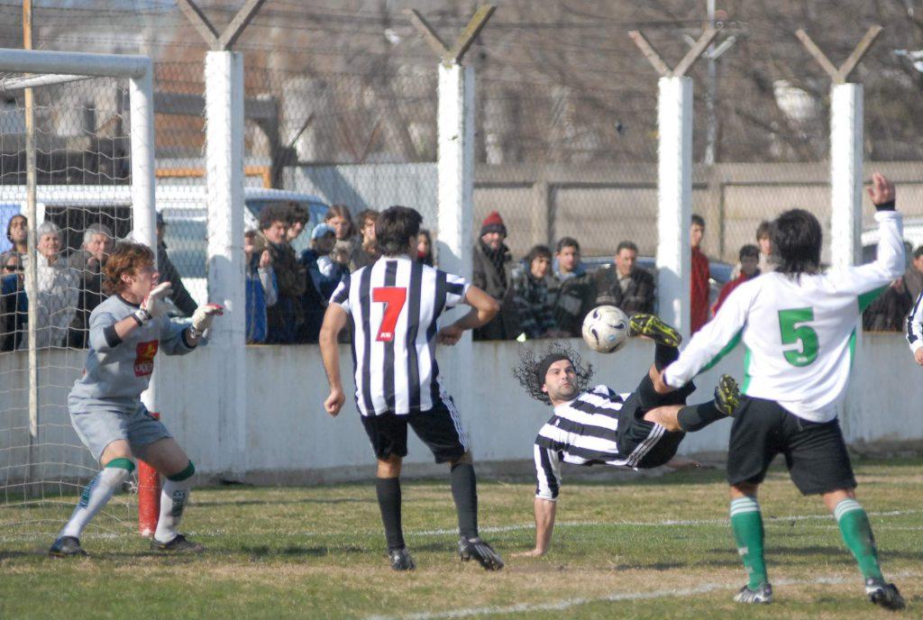 Gol de tijera de Ramajo para Atlético MdP.