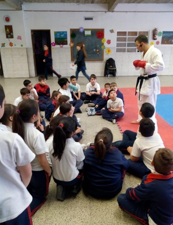 Nievas sigue ligado al karate a través de la enseñanza y, antes de la pandemia, realizaba actividades de difusión en las escuelas.