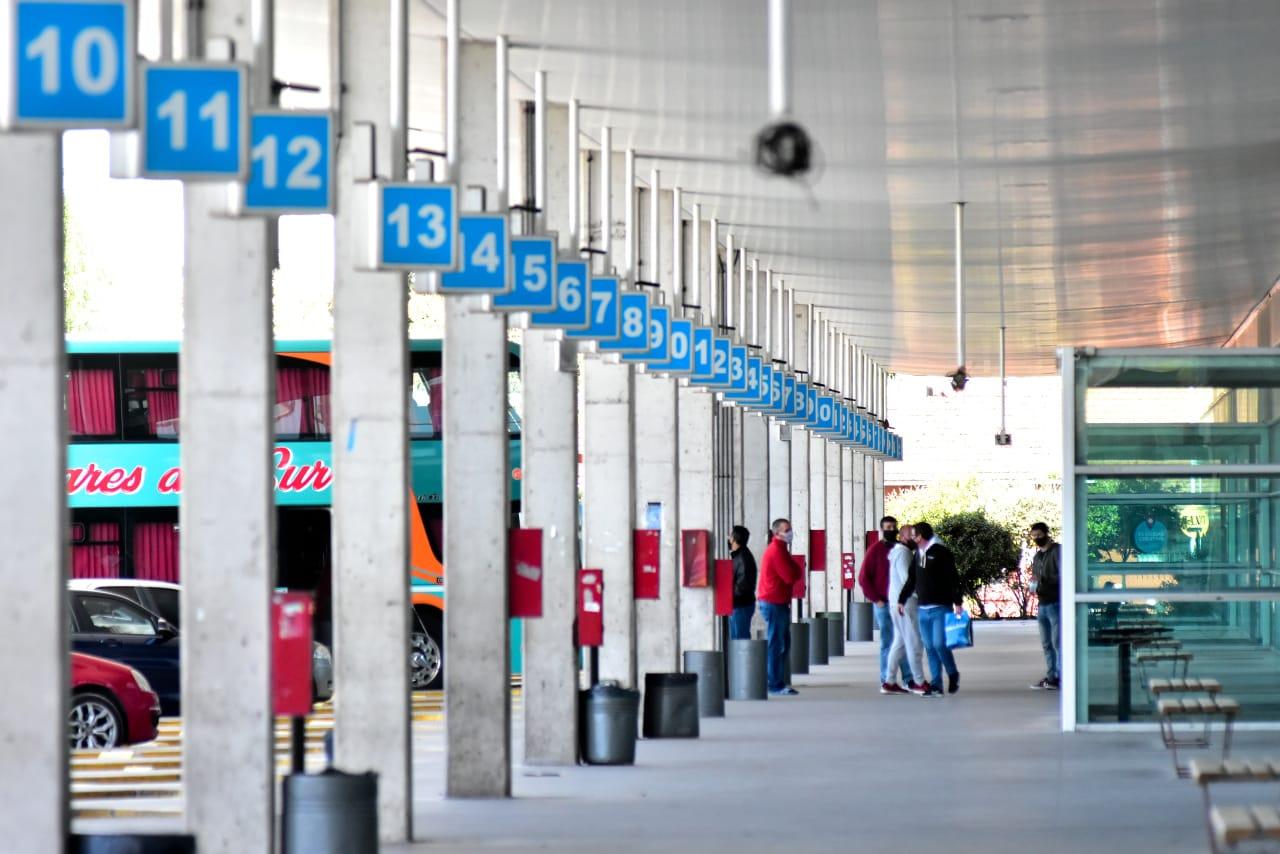 En la terminal de micros también se palpita la vuelta de los servicios de larga distancia en temporada.