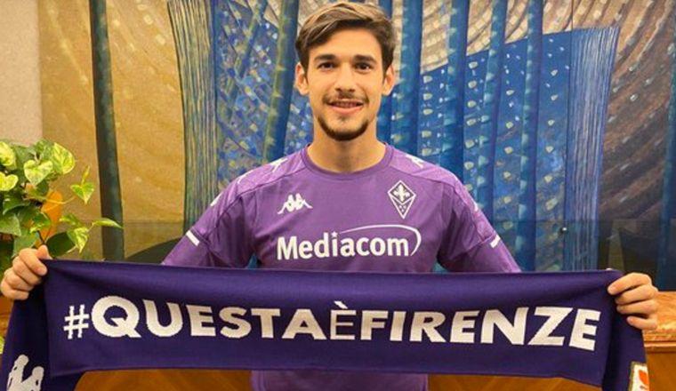 Martínez Quarta ya fue presentado en Fiorentina.