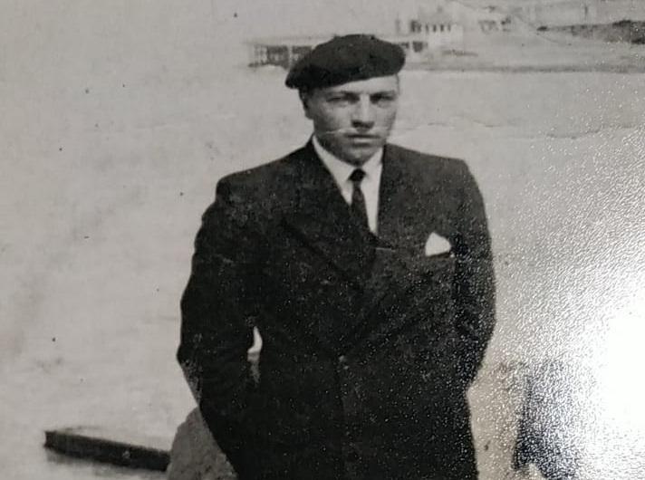 Don Martín Mehatz, en la costa marplatense.