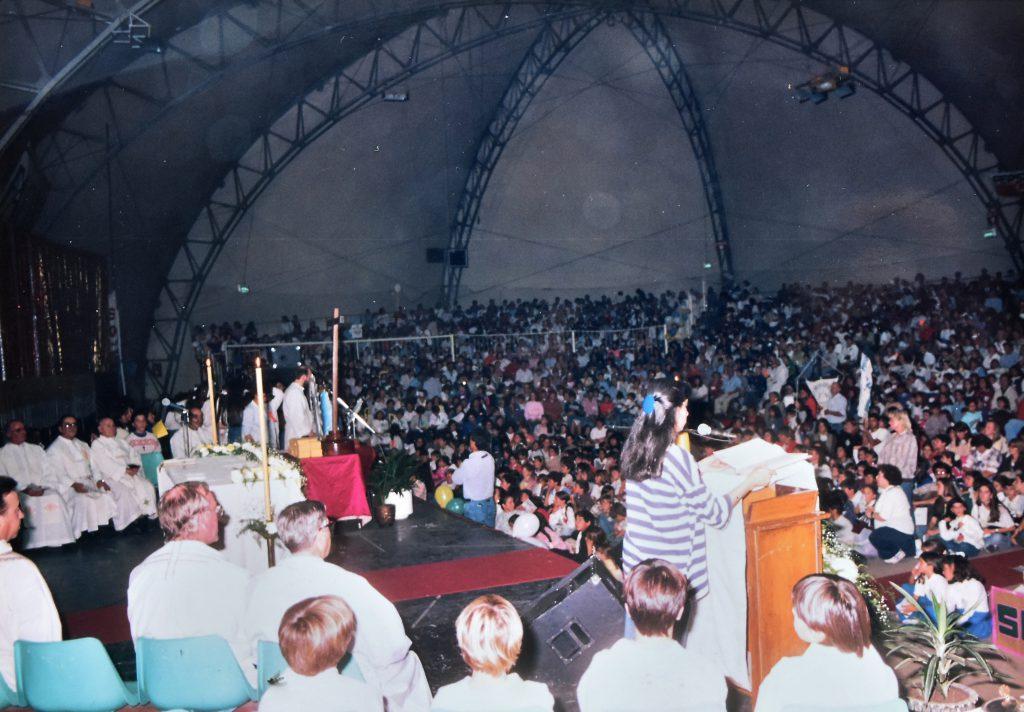 En el estadio de Juan B. Justo y Edison se realizaban todo tipo de eventos: en este caso, un encuentro religioso.