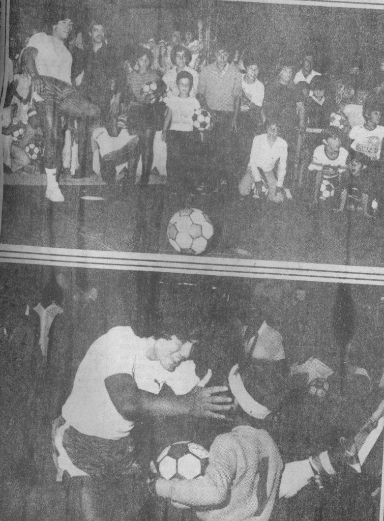 """Diego patea penales y besa a un niño con la vincha """"a lo Gatti"""" en la UCIP."""