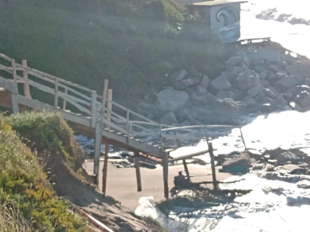escalera madera playa serena