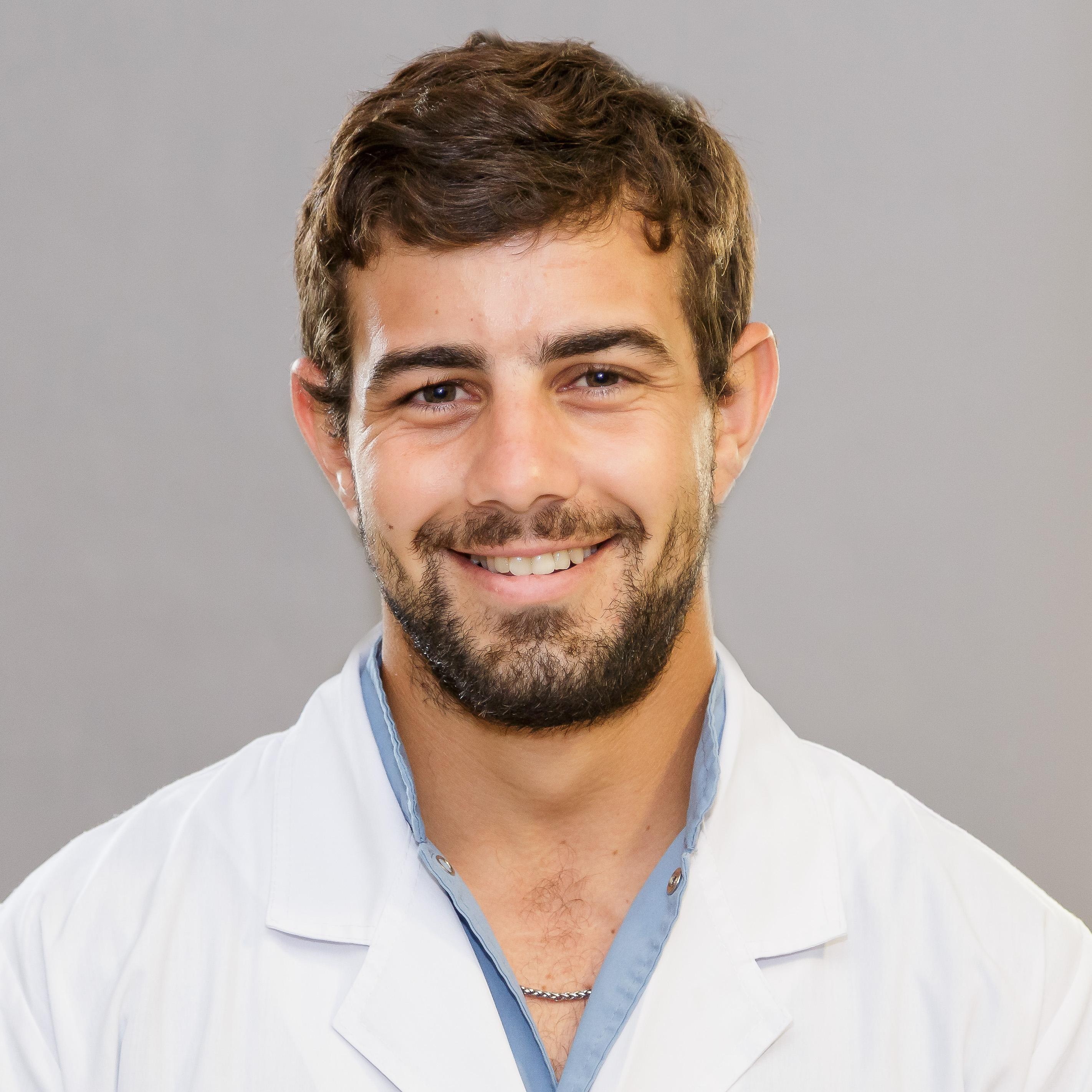 Dr. Alfredo Gallardo, Médico residente de 4° año de Cirugía General