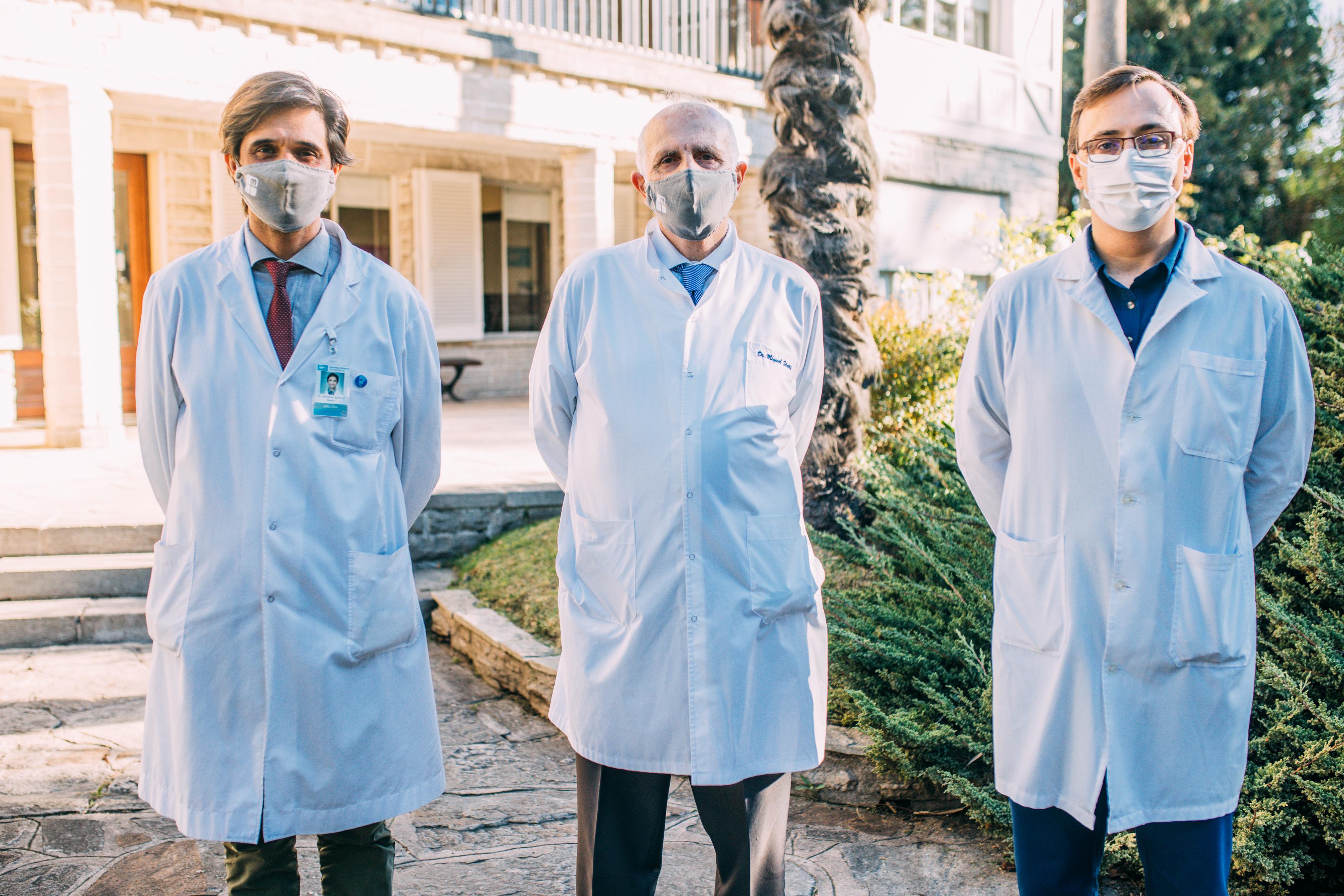 Dr. Fernando Santomil, vicepresidente de Fundación Médica de Mar del Plata; Dr. Miguel Ángel Statti, presidente de Fundación Médica de Mar del Plata; Dr. Pablo Malfante, director del Hospital Privado de Comunidad.