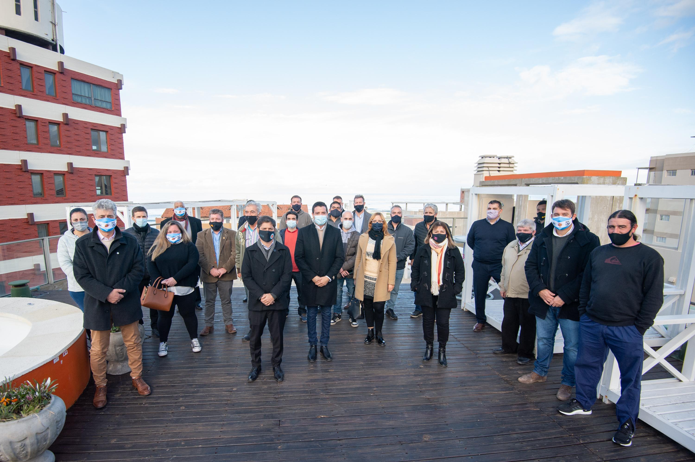 Kicillof se reunió en Gesell con comerciantes y empresarios ligados a la actividad turística.