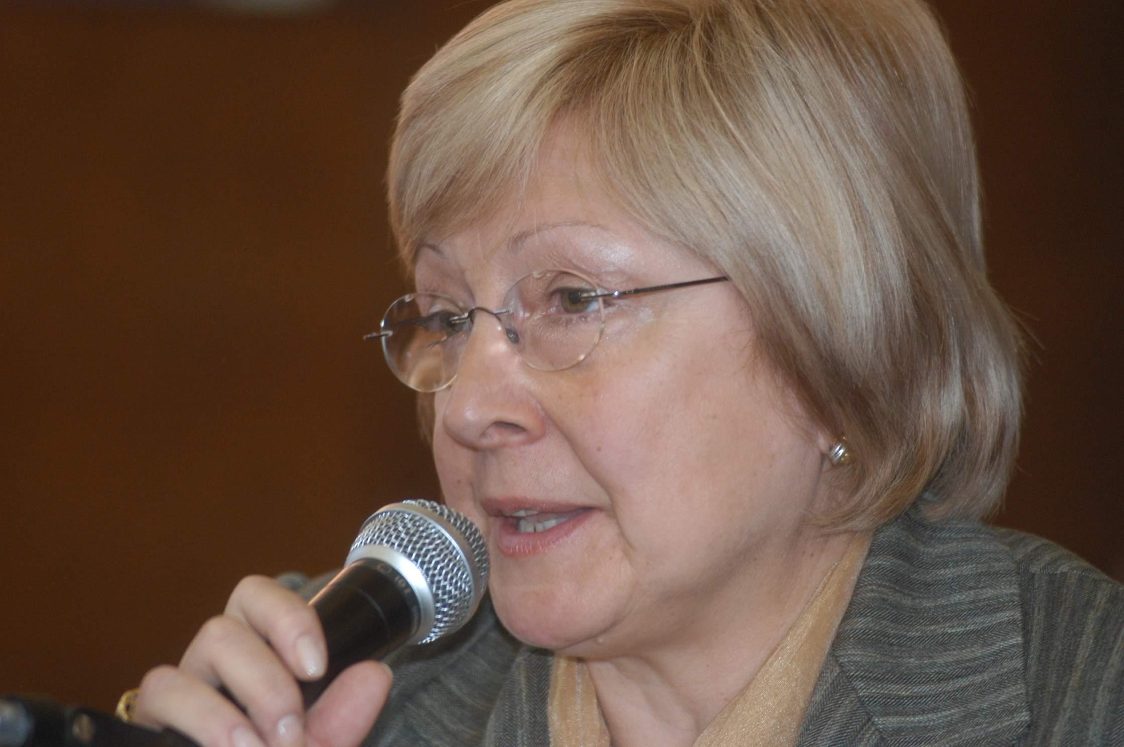 La ex defensora del Pueblo Beatriz Arza, fallecida el 9 de agosto de 2013, fue una de las primeras impulsoras de la recategorización.