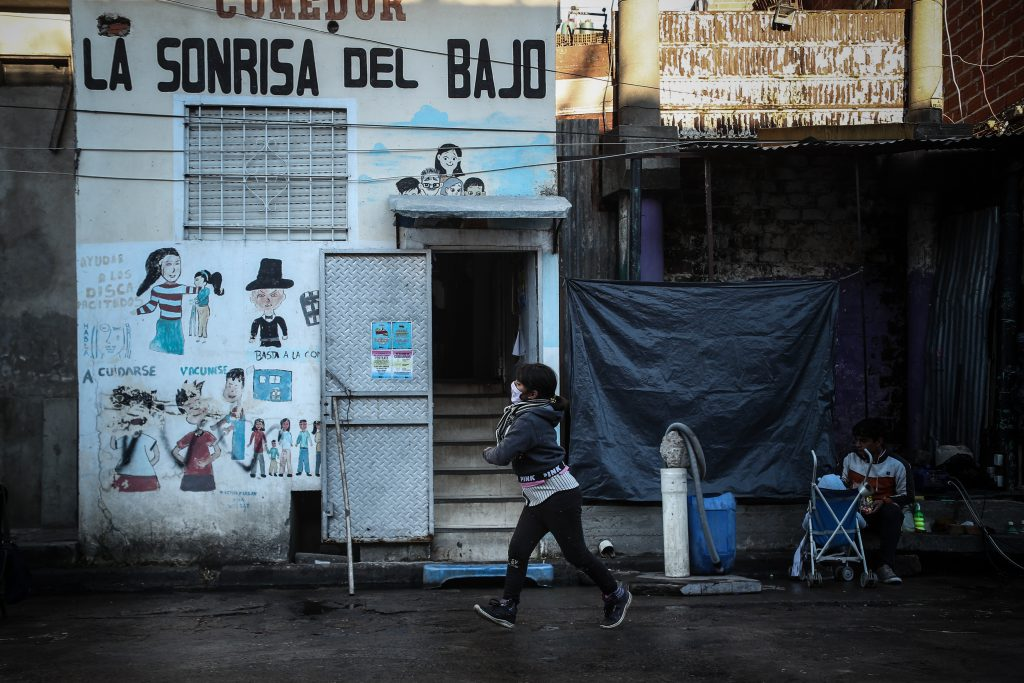 Argentina transita la pandemia con el 60 % de sus niños en la pobreza