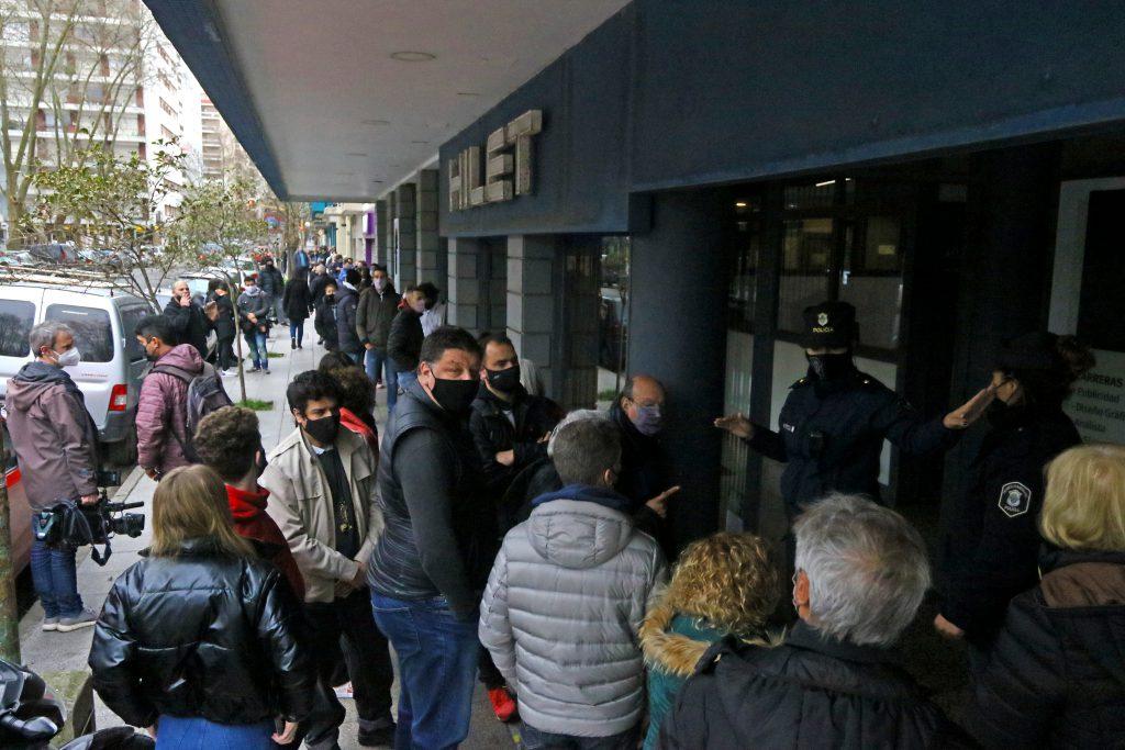Caos y faltante de autoridades de mesa en el Argentino de la Empresa.