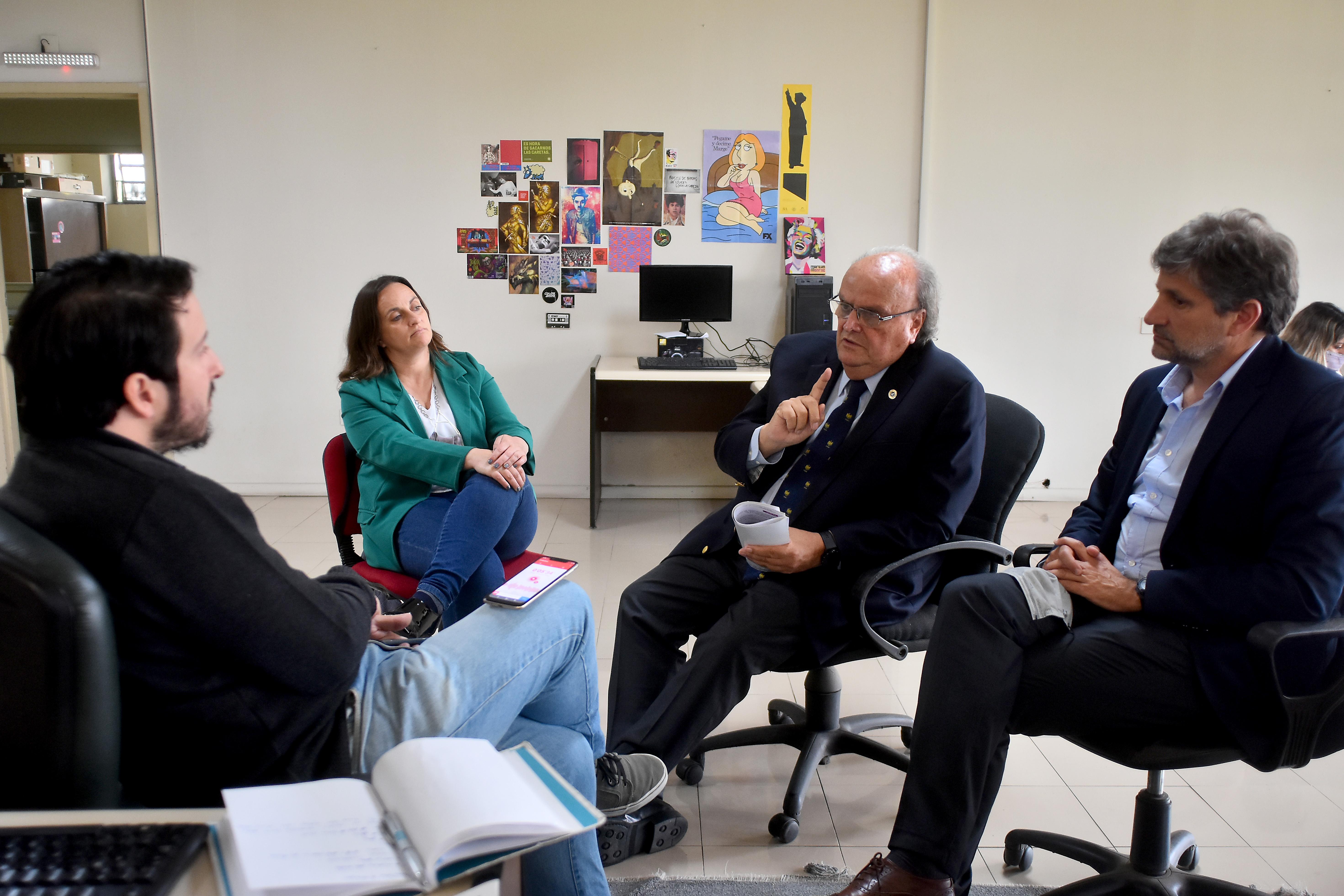 De Mendiguren, el concejal Ariel Ciano y la candidata a diputada nacional Marcela Passo en LA CAPITAL.