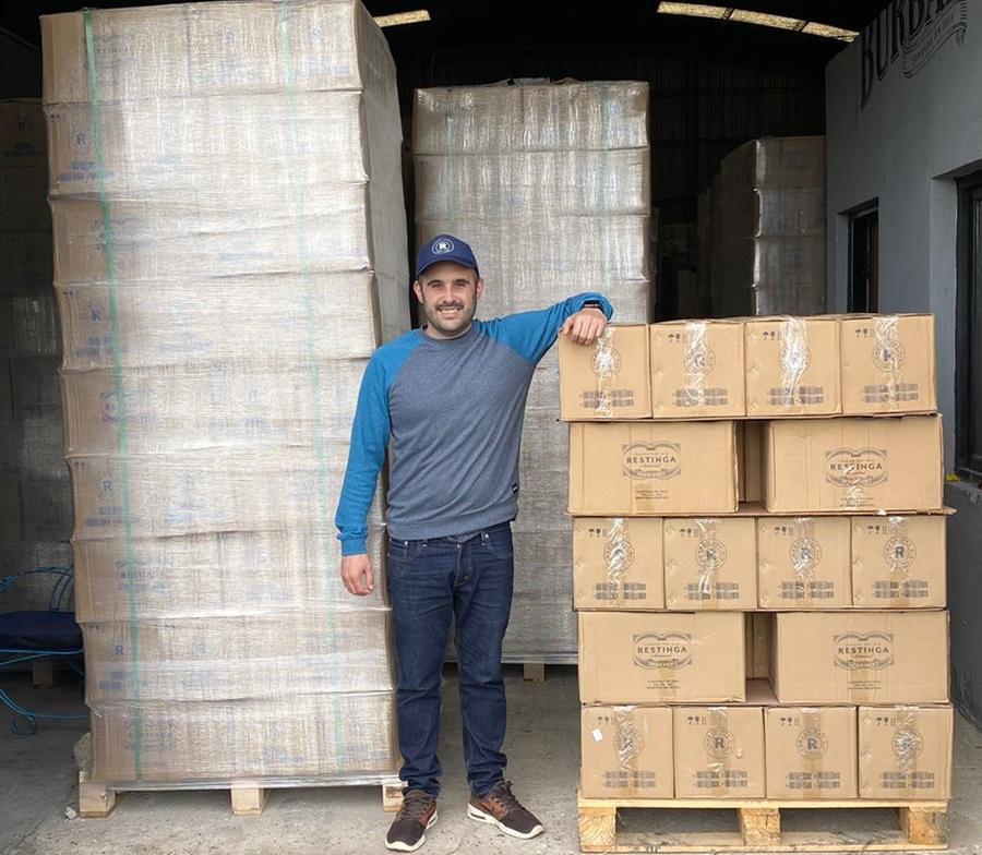 El primer cargamento de gin marplatense, listo para su envío a Italia.